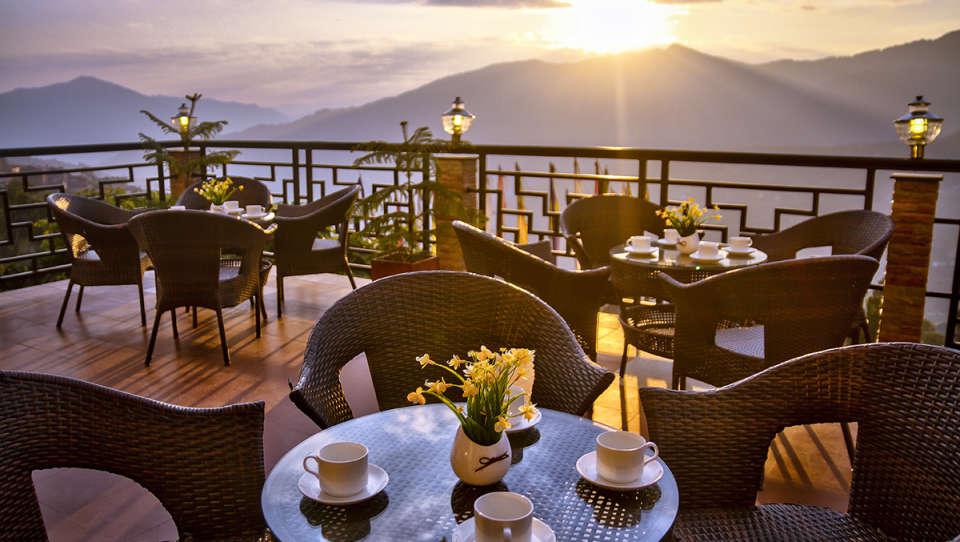 The Royal Oaks Hotel, Gangtok Gangtok Restaurant 1 The Royal Oaks Hotel Gangtok