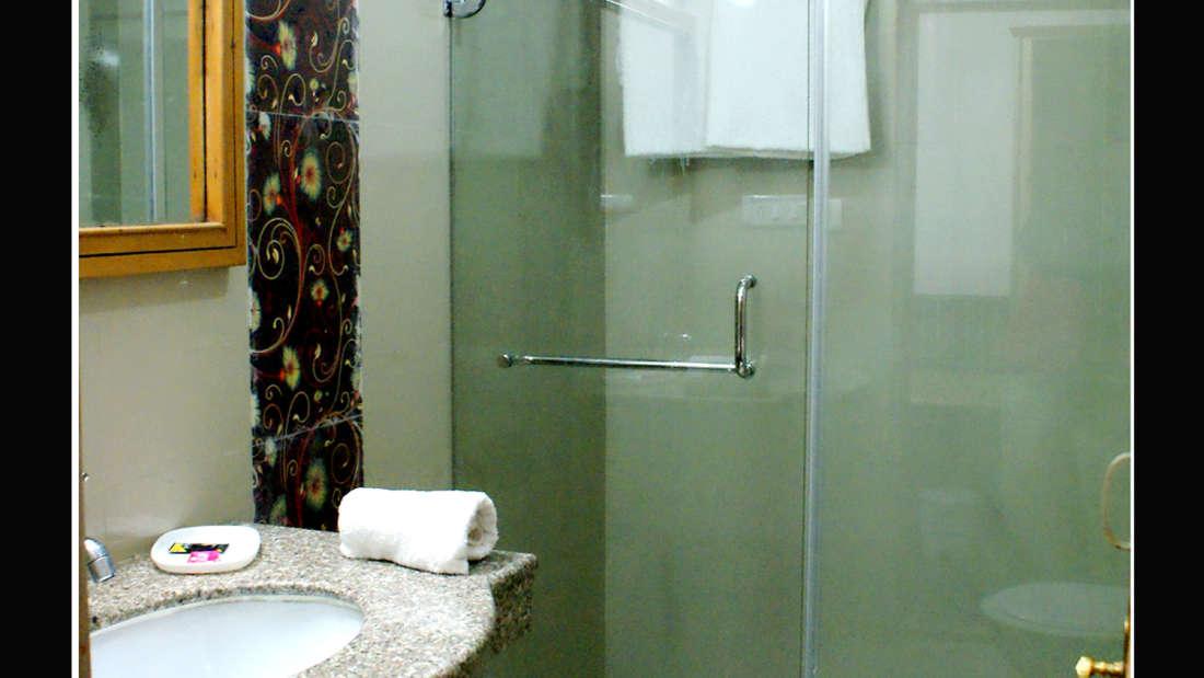 Hotel Jupiter, Manali Manali Bathroom