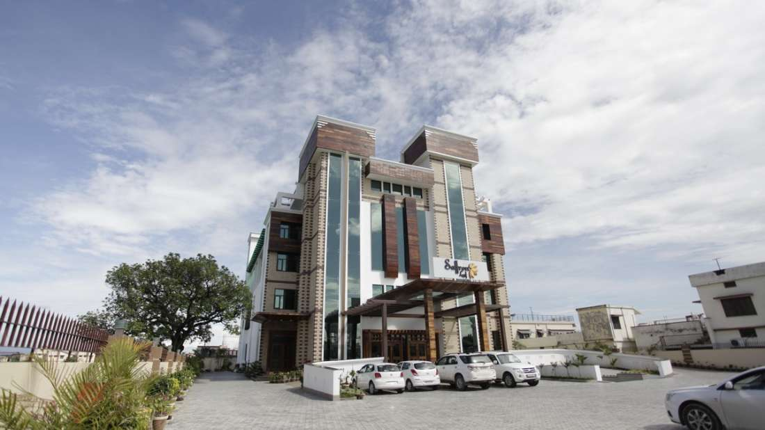 Exterior Hotel Saffron Dehradun 2