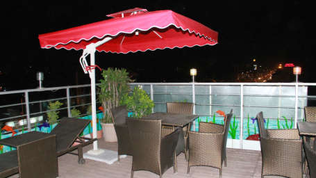 rooftop dining TGI Apple Inn Jaipur 7