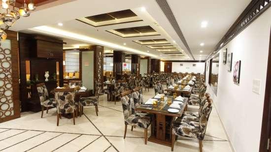 Restaurant Hotel Saffron Dehradun 2