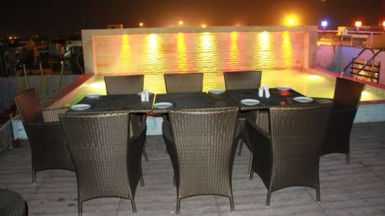 rooftop dining TGI Apple Inn Jaipur 6