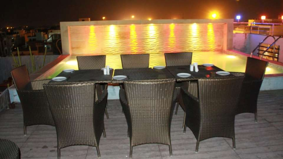 rooftop dining TGI Apple Inn Jaipur 6