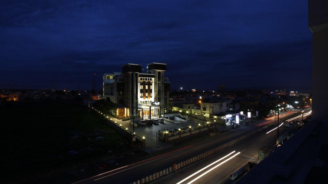 Exterior Hotel Saffron Dehradun 1