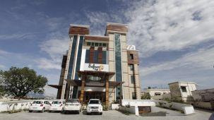 Exterior Hotel Saffron Dehradun 3
