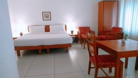 Abad-Metro-Bedroom-Best-budget-hotels-in-Ernakulam