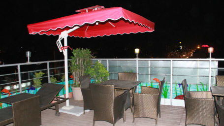 rooftop dining TGI Apple Inn Jaipur 7