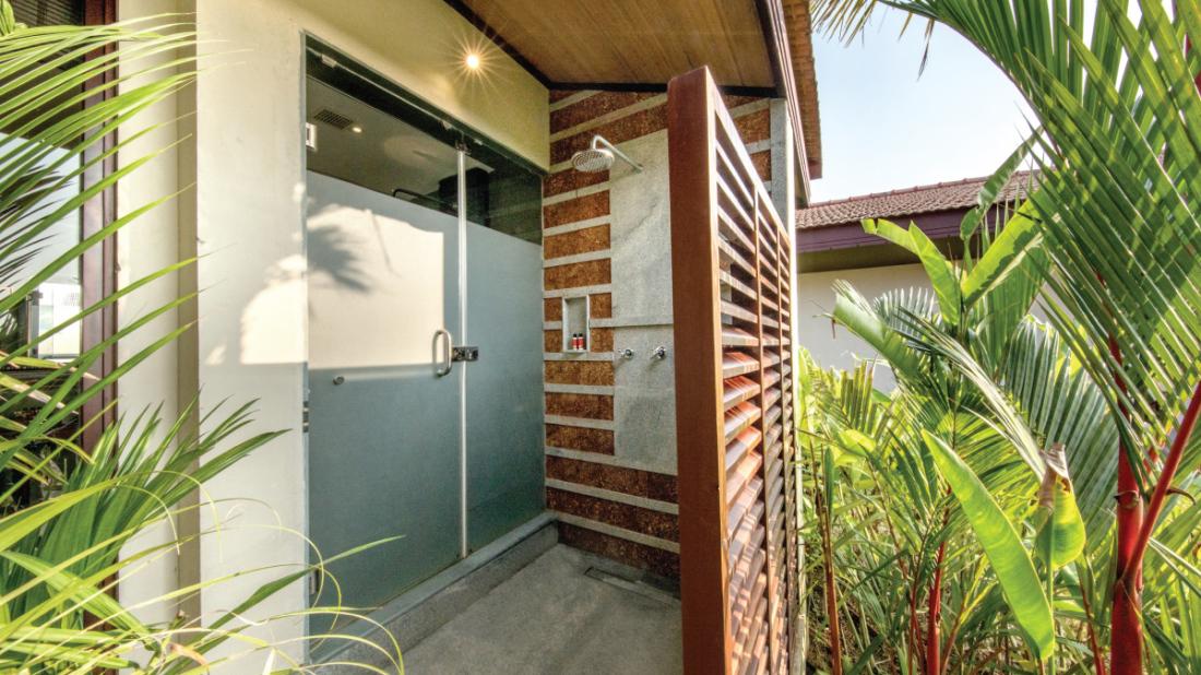 16 Bathroom of Premium Water Front Villa, Niraamaya Retreat Backwater and Beyond Kumarakom, Luxury resort in Kumarakom 1