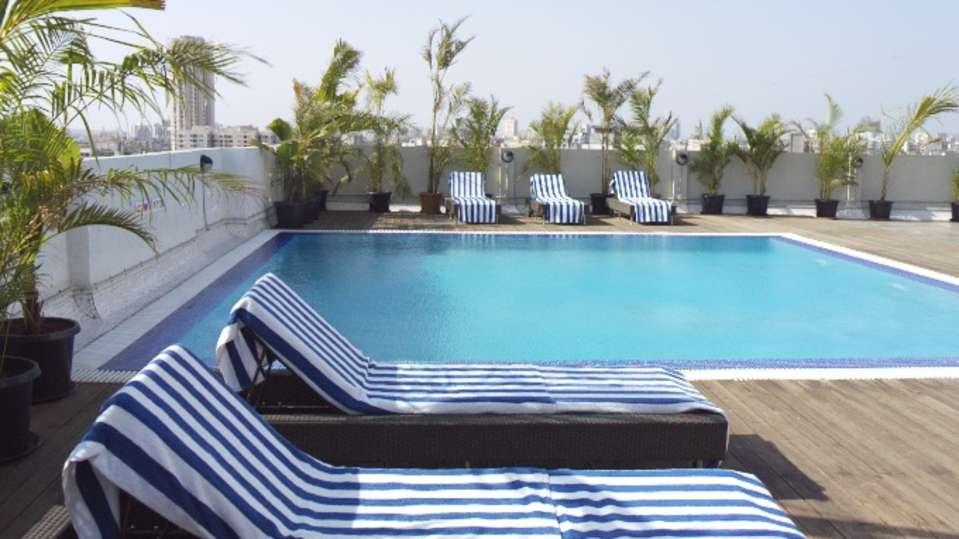 Pool Grand Sarovar Premiere Mumbai 1