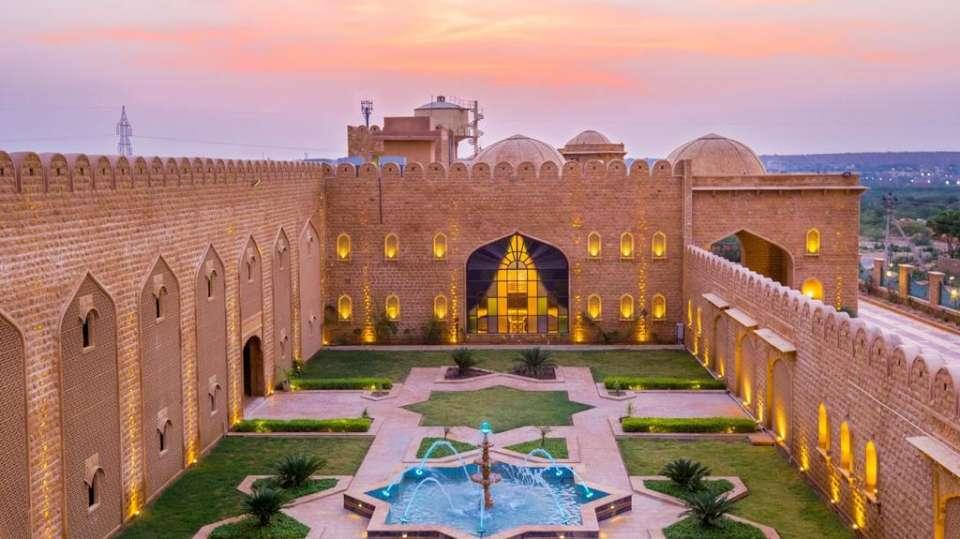 Courtyard Sairafort Sarovar Portico Jaisalmer 2, hotel in Jaisalmer