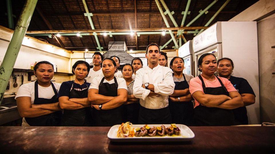 villas in Siargao, rent a villa in Siargao, houses for rent in Siargao, Siargao villas Bravo Restaurant Siargao Chef