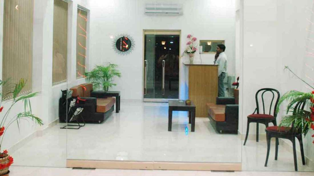 Lobby of Hotel Doves Inn Gurgaon