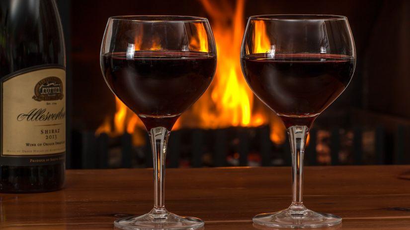 red-wine-2443699 1920