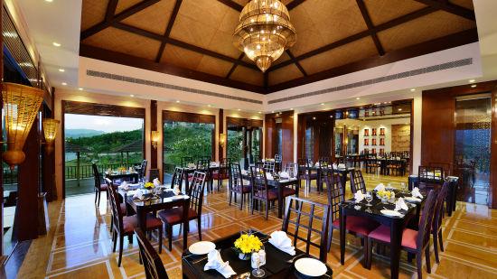 Oasis Restaurant at Ananta Udaipur 3