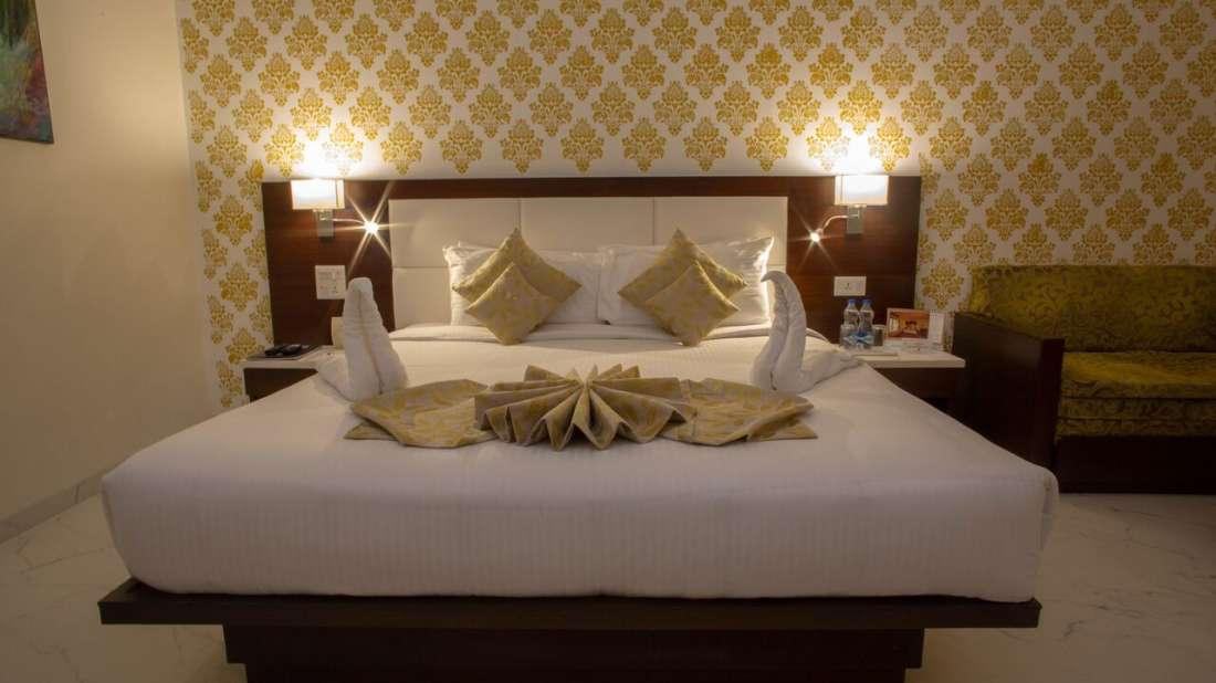 Club Room Hotel Kanha Shyam Prayagraj 2