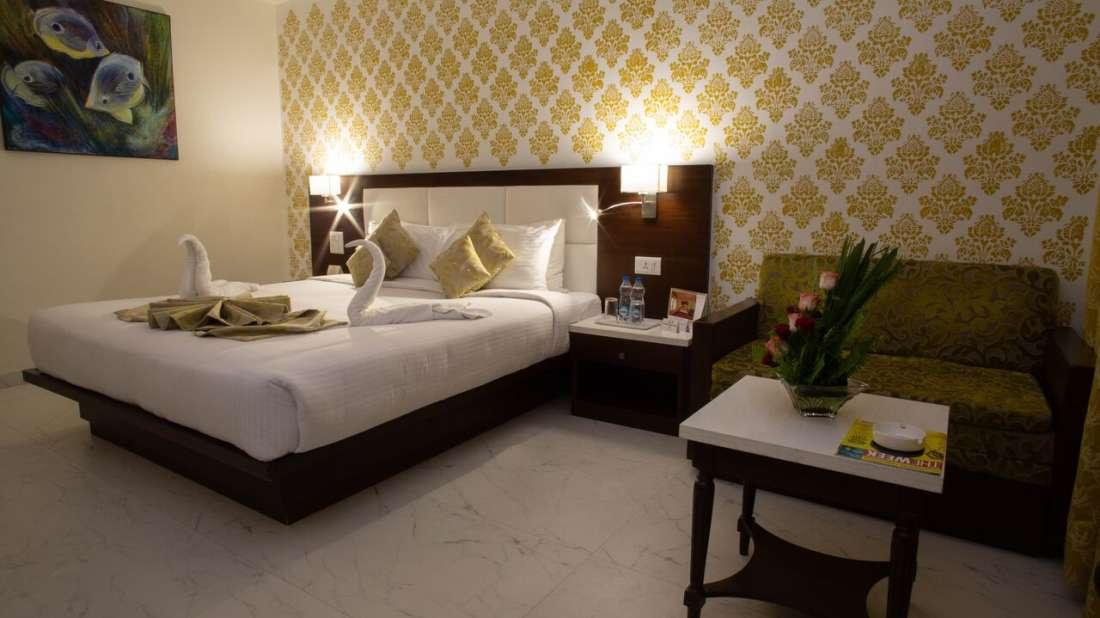 Club Room Hotel Kanha Shyam Prayagraj 4