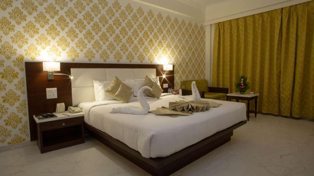 Club Room Hotel Kanha Shyam Prayagraj 5