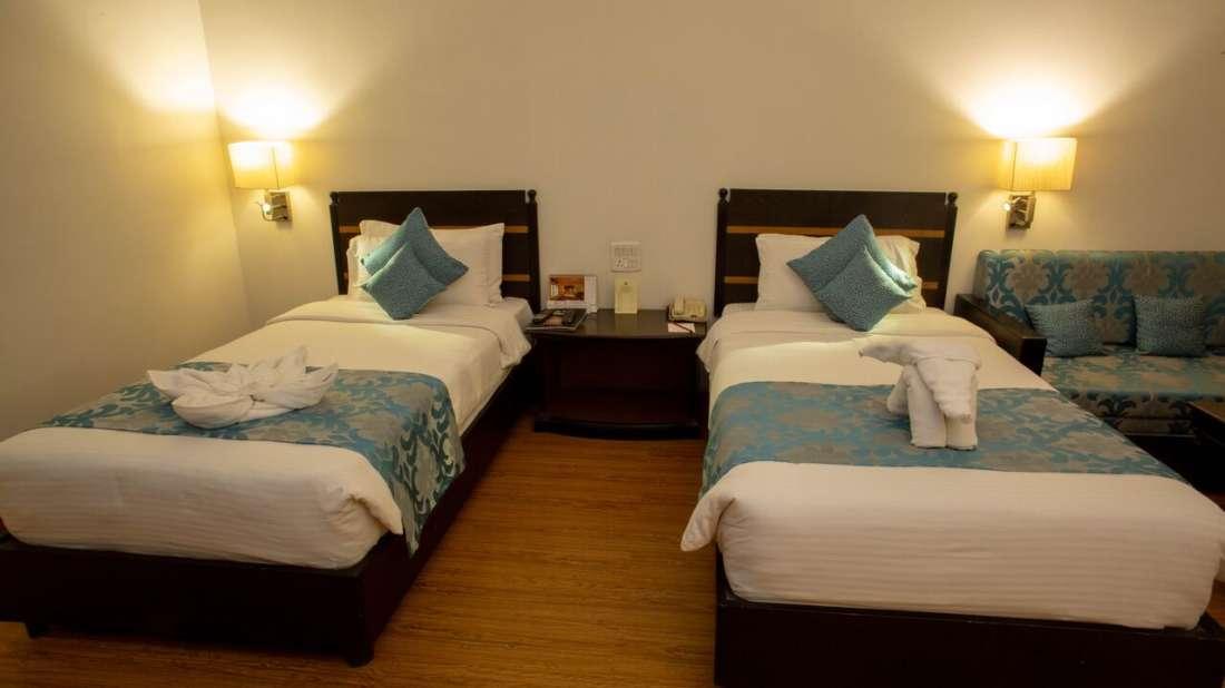 Deluxe Room Hotel Kanha Shyam Prayagraj 2