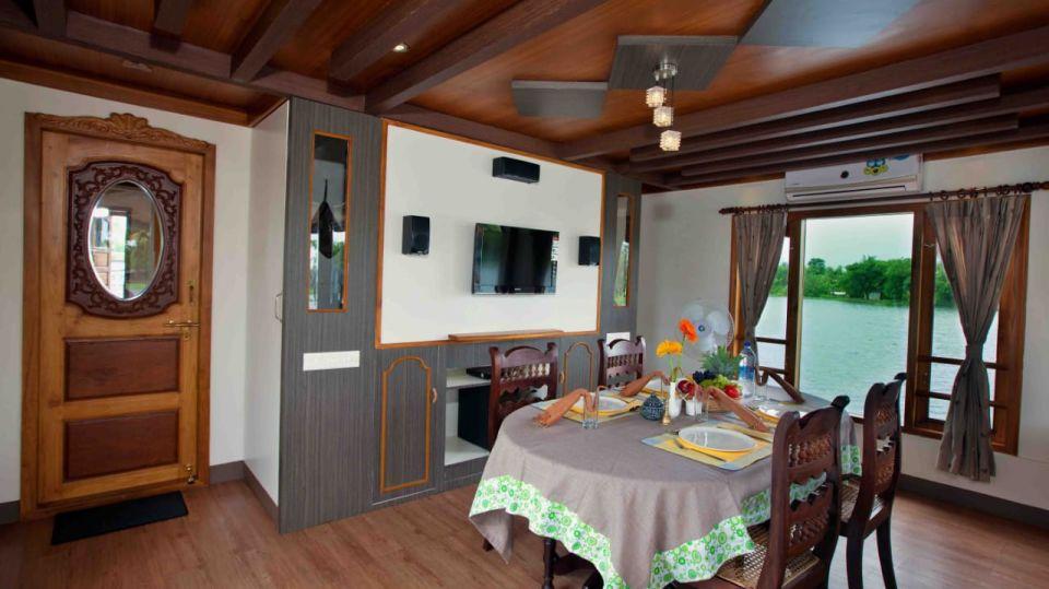 IMG-20190922-WA0027, Houseboats in Alleppey, luxury houseboats in Alleppey, premium houseboats in Alleppey, backwater cruise in Kerala, luxury houseboats in Kumarakom, houseboat cruise in Kumarakom, best houseboats in Kerala