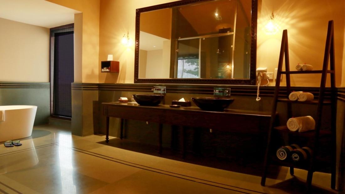 Presidential Suite Bathroom - 1st Floor 2