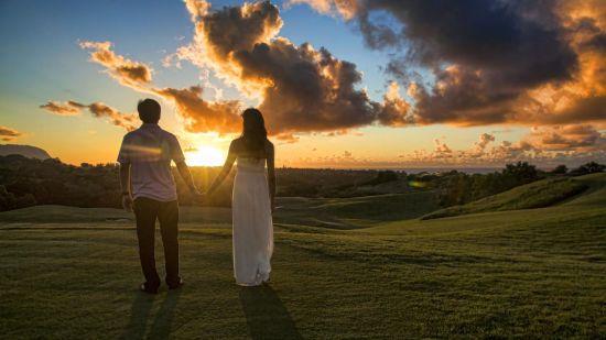 Couple holding hands in Kauai  7635480262