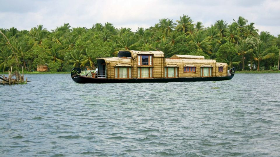 Luxury House Boat Vasundhara Sarovar Premiere Vayalar