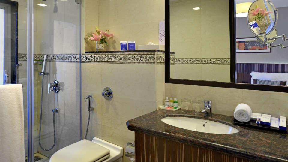 Superior Room Residency Sarovar Portico Mumbai 4