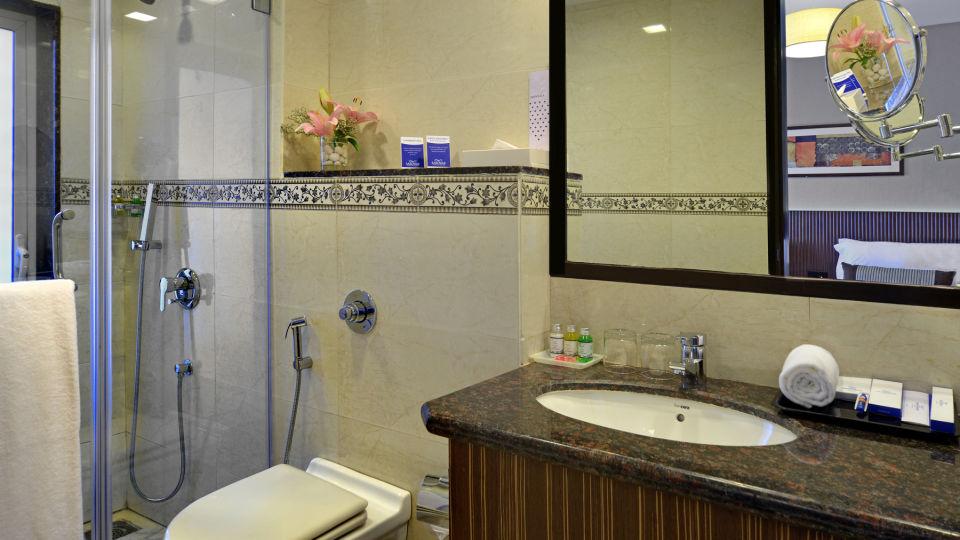 Superior Room at Residency Sarovar Portico Mumbai 4