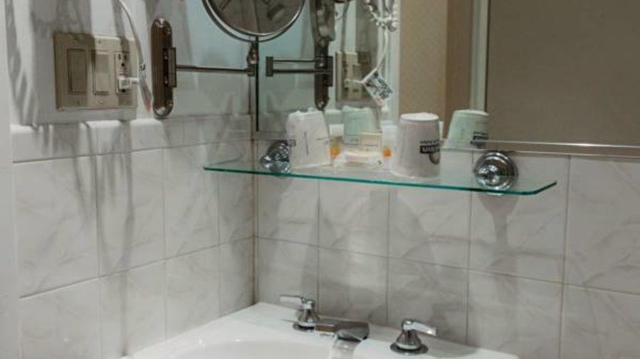 alt-text Guest Bathrooms at Premier Club feature toiletries and towels