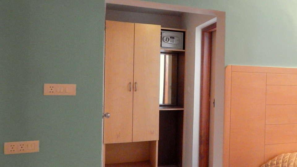 Hotel Raviraj, Pune Pune Jr-Suite-wardrobe