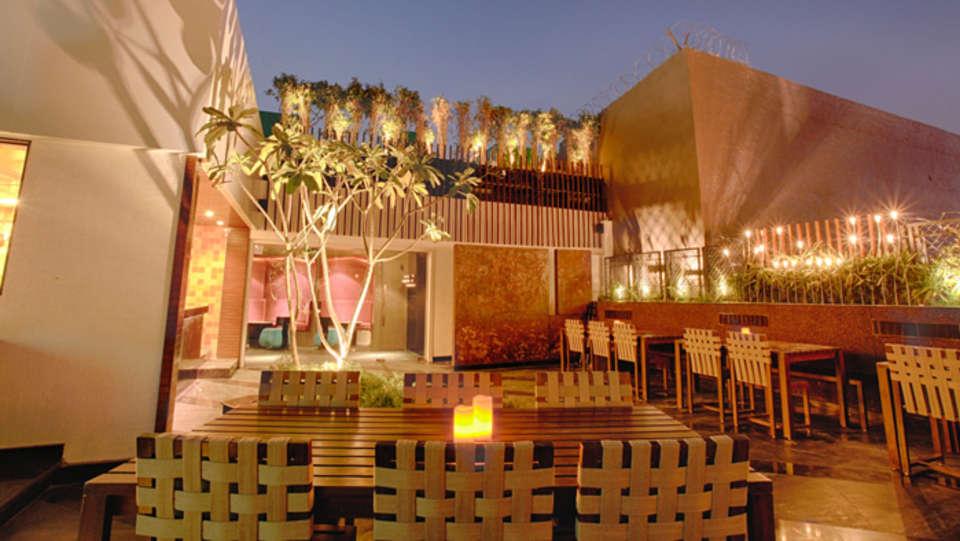 EOS Restaurant Levana Hotel Hazratganj Budget Hotels in Hazratganj Lucknow