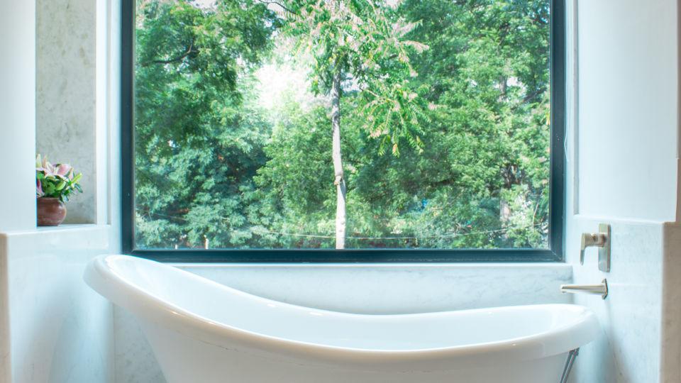 suite - bathtub 2