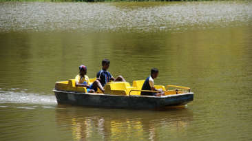 Black Thunder Water Theme Park - Lake Rides