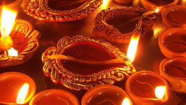 800px-Diwali Diya