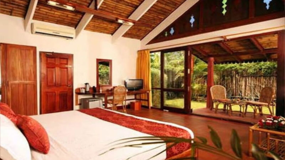 Luxurious rooms in Kumarakom, Stay in Kumarakom-3, Abad Whispering Palace, Kumarakom-18