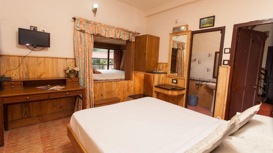 Family Room Pine Borough Inn Kodaikanal Resort 1 tbgnsm