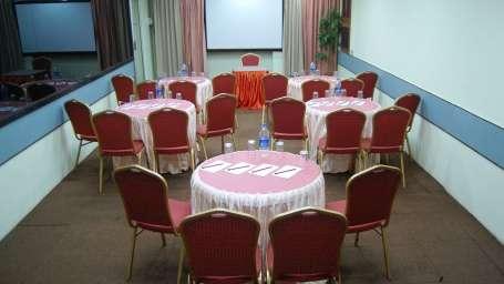 Hotel Raviraj, Pune Pune baithak-cluster hotel raviraj pune