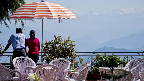 outside view of hotel mount view, best hotels in dalhousie 1