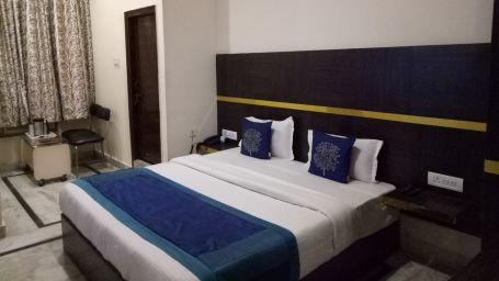 standard room at Hotel Dreamland in Haridwar, hotels in haridwar