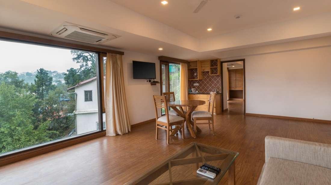 Suites Near Dehradun 2, Hotel Pacific Mussoorie, luxury hotel in Mussoorie