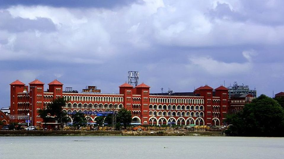 800px-Howrah Station