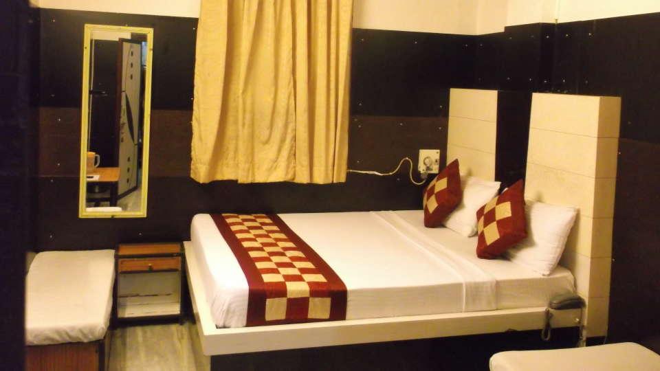 Hotel Abhineet Palace, Jaipur Jaipur Deluxe Non AC Triple Bedroom Hotel Abhineet Palace JAAIPUR 3