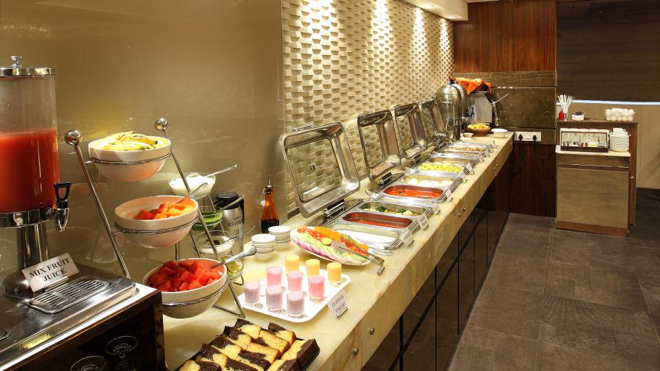 Dining| Hotel Suba Palace, Mumbai 2