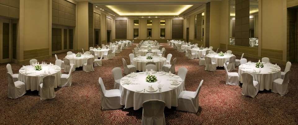 Round TAble Set Up at Radisson Blu Hotel, Bengaluru