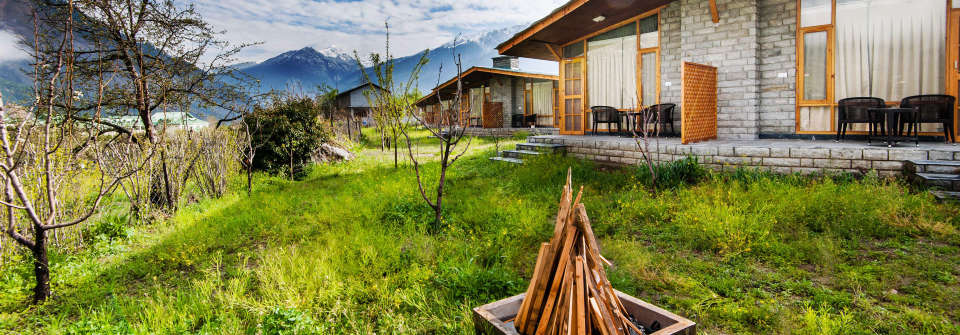 Facade View of Larisa Mountain Resort in Manali, Boutique Hotels in Manali