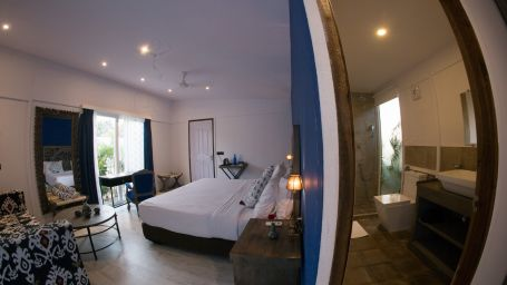Goa Hotel Rooms, Deluxe Cabana Rooms (Sea View), Living Room  2