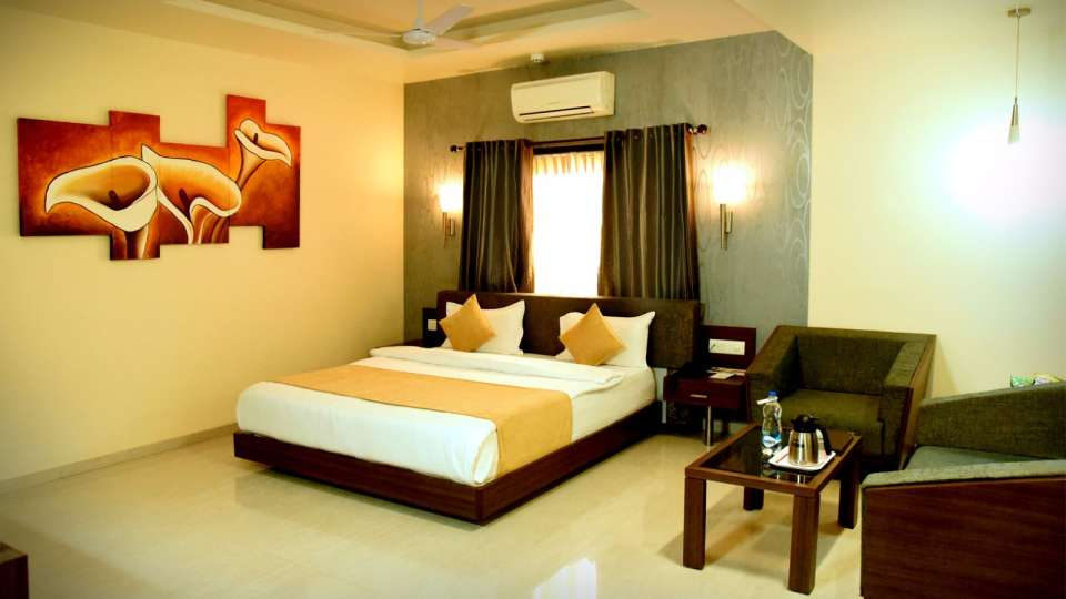 Royal Club at Hotel Fortune Palace, Hotel Rooms in Jamnagar, Rooms in Gujurat 1