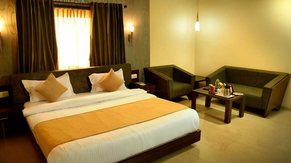 Royal Club at Hotel Fortune Palace, Hotel Rooms in Jamnagar, Rooms in Gujurat 2