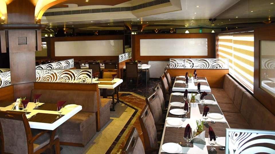 Saffron Restaurant, Hotel Fortune Palace, Restaurant in Jamnagar 4