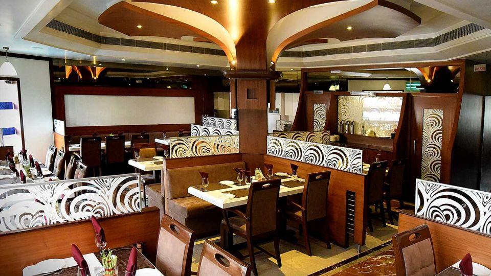 Saffron Restaurant, Hotel Fortune Palace, Restaurant in Jamnagar 3